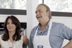 Bertín Osborne (imitado por Javier Quero) y su mujer, Fabiola Osborne, en Mi casa es la tuya, Telecinco